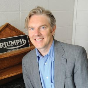 Portrait of Prof. Simon Billinge